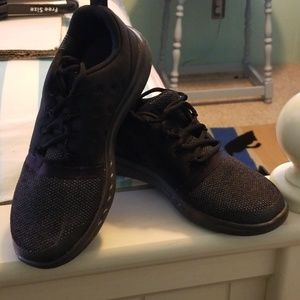 Under Armour black kids shoes size 4